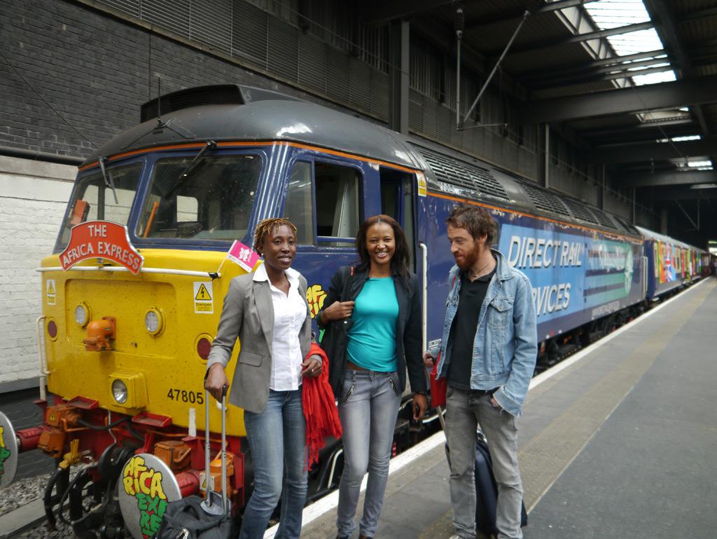 FATIM_BINTOU_STEFANO-devant-le-train